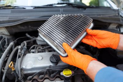 How do you detect your car's engine air filter has worn out?